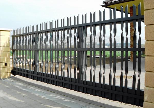Ukázka realizace posuvné brány s elektrickým pohonem.
