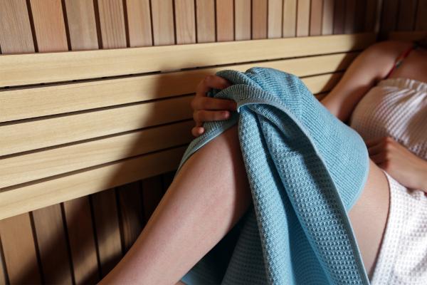 Osuška WA-TER Wafle určená do sauny a pro sportovní aktivity, 100% bavlna, 65 x 130 cm, 229 Kč. www.vebaht.cz