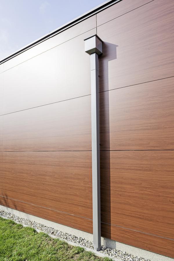 Moderním stavbám sluší hranaté žlaby a okapy PREFA vyrobené z barveného legovaného hliníku. Hliníkové systémy jsou maximálně odolné a bezúdržbové. cz.prefa.com