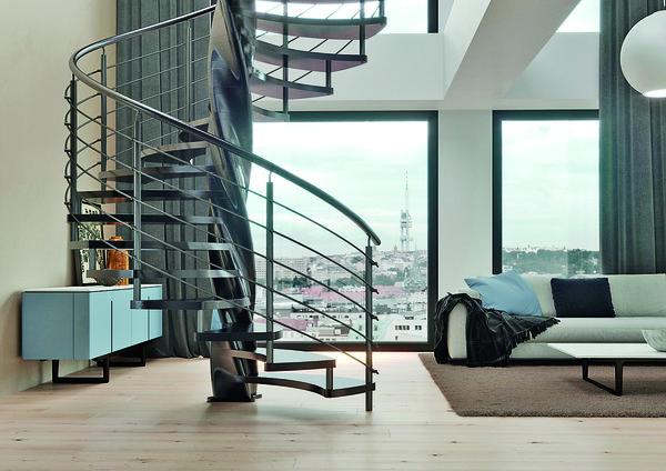 Přístup do podkroví často nemohou z prostorových omezení zajistit klasické přímé schody, nedostatek místa může vyřešit točité schodiště. Kombinované schodiště Tango se středovým sloupem ve tvaru dřevěné šroubovice se navíc stane ozdobou interiéru. www.schody-jap.cz