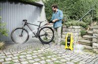 Tlaková myčka na baterii vyčistí chodník, kolo i gril